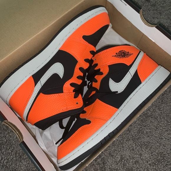 big sale d8b48 9ce87 Orange black and white Air Jordan 1 mid (gs)